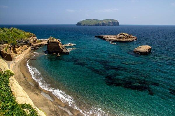 Scopri la spiaggia di calanave delll'isola di Ventotene